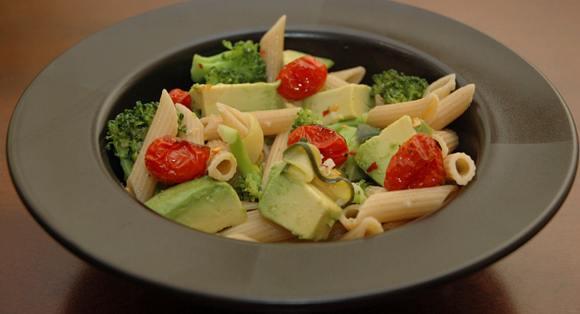 DSC 5260 broccoli, avocado & roasted tomato pasta