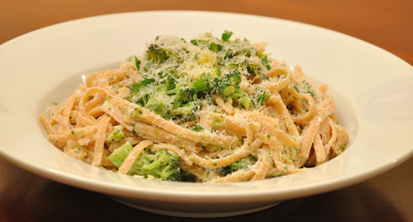 DSC 1934 meatless monday: pasta with broccoli, goat cheese & oregano