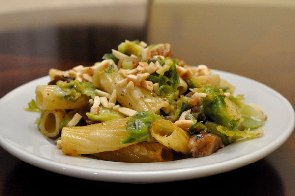 DSC 5693 meatless monday | baked rigatoni with brussels sprouts, figs & blue cheese