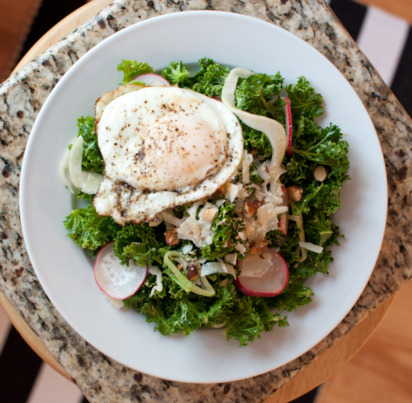 DSC 8886 meatless monday | italian kale salad with fried eggs